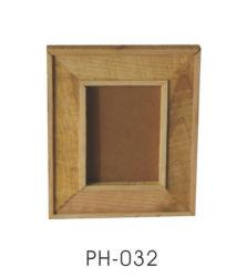 إطار صور خشب الصنوبر مع بطاقة ورق وحامل مثلث