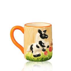 Adorable tasse en céramique peinte à la main en relief