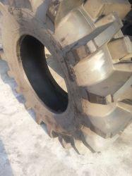 Смещения трактора сельскохозяйственных шин 14.9-24 шин 12,4-24 16.9-34 18.4-28 30.5L-32