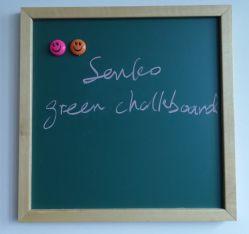 Kinderen die en Bord met Natuurlijk Houten Frame trekken schrijven