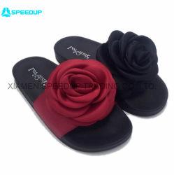 2020 La Chine La conception personnalisée fleur déco. L'été Fashion femmes faites glisser les sandales