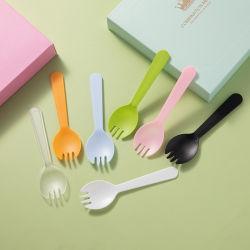 أدوات مائدة بلاستيكية فريدة يمكن التخلص منها وتتميّز بألوان مختلفة للأطراف