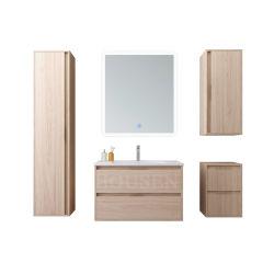 Het elegante Kabinet van de Badkamers van het Ontwerp Houten die met LEIDENE Lichte Spiegel wordt geplaatst