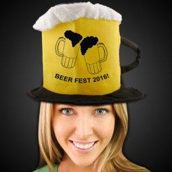 День Святого Патрика с кружкой пива верхней части Red Hat