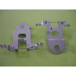 Diferentes hardware OEM Teléfono celular móvil de montaje en soporte de metal piezas de estampación metálica