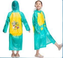 La moda ropa impermeable de PVC capa de lluvia Poncho impermeable a los niños Niño impermeable largo impermeable chaqueta impermeable para Shcool con cubierta de la bolsa