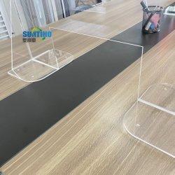 Un comptoir bouclier anti salive caissier éternuez gardes en acrylique