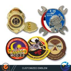شعار الطائرة المخصص باللون الذهبي الفضي الثلاثي الأبعاد شعار Lapel Pins الشرطة العسكرية الزي الإكسسوارات التطريز مغنط مغنط pVC مع تصميم