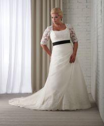 Reich-Hochzeits-Kleid-halbe Hülsen-Spitze-Brauthochzeits-Kleid-schwarze Schärpe-Ivory Organza eine Zeile
