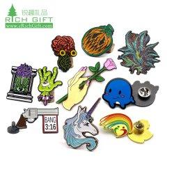 Venda por grosso de metais coloridos Personalizado Gay Pride Rainbow Monograma Pin de lapela Lgbtq Fist Shape Dog Tag do orgulho gay e lésbica Lgbt Pendant Pinos Lgbt por amor sem mínimo