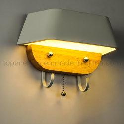 LEDの寝室の浴室のためのフックハンガーが付いているホーム壁ライトはタオルの帽子のハングの寝室の常夜燈の創造的な壁ライトに着せる