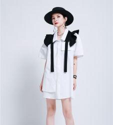女性の夏の方法は不規則な服のベルトが付いているフランスのワイシャツの服を身に着ける服2の方法を波立たせた