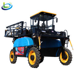 Сельскохозяйственный трактор в поле фермы подвески завод по производству пестицидов сельского хозяйства опрыскиватель оборудование