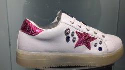 تطريز حارّ يحفر وقت فراغ حذاء لأنّ بنات