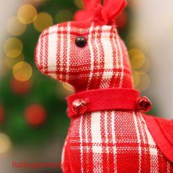 Weihnachtsgeschenk-Plaid Sika Rotwild-Set mit einem angefüllten Spielzeug-Weihnachtsset