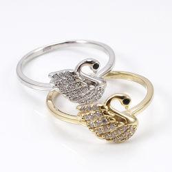 方法宝石類925の純銀製の女の子のための立方ジルコンの宝石類の白鳥デザインロジウムイエロー・ゴールドのリング