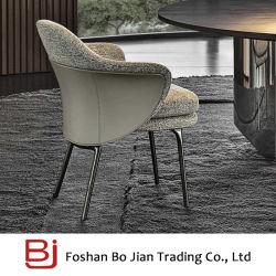 Armrestが付いている現代中国の居間のソファーの椅子の家具