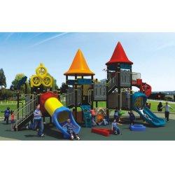 Schönes großes Kind-Spiel-Plättchen-im Freienspielplatz-Schloss Wk-A200916