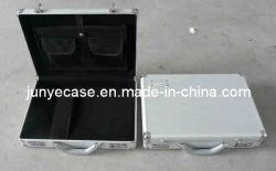 Boîtier en aluminium avec poche pour ordinateur portable et l'attache