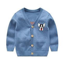 新しい子供のカーディガンのセーター、子供のための編まれた衣服