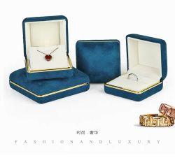 Contenitori di monili dell'anello del velluto con il bordo dorato