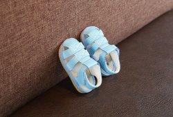 Unisex bebé niño sandalias sandalias Squeaky transpirable cuero suela de goma Closed-Toe PU Non-Slip zapatos niño zapatos Pre-Walkers Esg14174