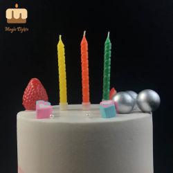 Regenbogen-stellte gewundene dekorative Geburtstag-Kuchen-Kerze für Verkauf ein
