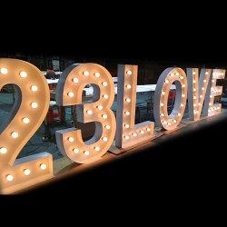 Nueva moda Metal bombilla LED Alfabeto gigante de la marquesina de cartas de amor