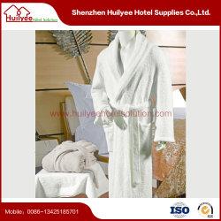白い綿のホテルのテリー布ローブ