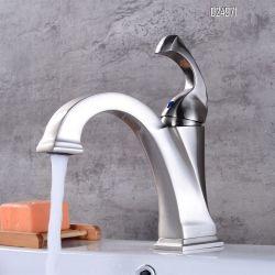 금관 악기 목욕탕 수채 꼭지는 손잡이 세면장 물 꼭지 하나 구멍 크롬을 골라낸다