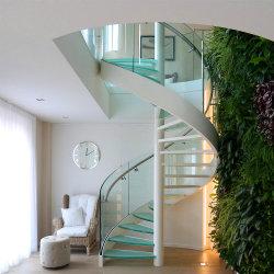 Escalera en espiral de acero al carbono de color blanco con baranda de vidrio