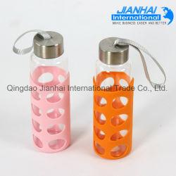 Bottiglia di vetro di nuovo stile con il manicotto del silicone