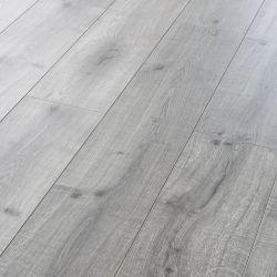 商業E1 HDF AC4はカシの音-吸収の設計されたビニールの木製の木の薄板にされた積層のフロアーリング浮彫りにした