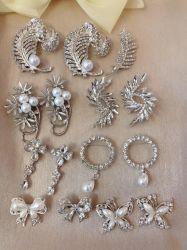 도매 주문 빈티지 웨딩 브로치 여성 패션 펄 플라워 디자인 브로치 핀 귀금속 장신구 크리스탈 브로치 핀