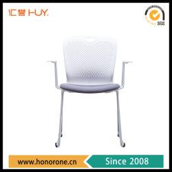 プラスチックバックオフィスの椅子の家具腕が付いている金属フレーム
