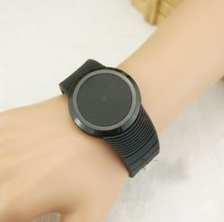 ほとんどの普及したLEDデジタルのタッチ画面の腕時計