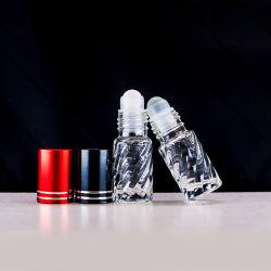 Rouleau de verre sur la bouteille de parfum