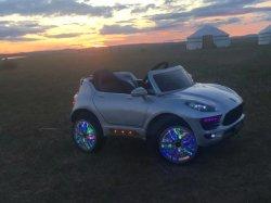 Più nuovo giro all'ingrosso sull'automobile di bambino a pile dei capretti, 2.4G R/C compreso, con il giocattolo aperto LC-Car024 di modo del doppio portello di tre velocità