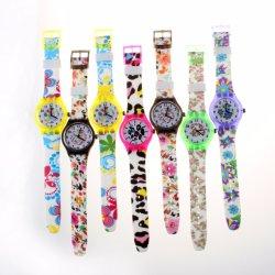 Silikon-materielle Uhr mit Plastikfall-Digital-Handgelenk-Kleid-Armband-Uhr für Kinder