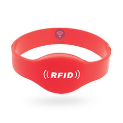Slimme Armband van de Tik van het Silicone van de douane RFID paste de RubberSerigrafie Afgedrukte de Gegraveerde Manchet van het Silicium aan USB Mug Gestempelde Debossed