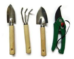 Le bois de la poignée multifonction 4 en 1 jeu d'outils de jardin