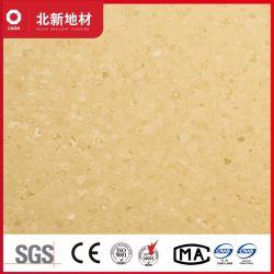 La lumière jaune et un revêtement de sol en vinyle homogène de l'environnement 1021