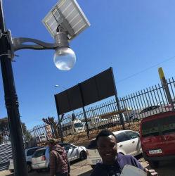 En la pared la luz solar de Seguridad con sensor de movimiento