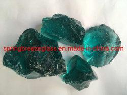 Reciclar el vidrio de color turquesa y limpia las rocas cayeron piedras de cristal