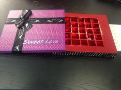 Boîte de chocolat artisanal violet avec ruban pour la St Valentin