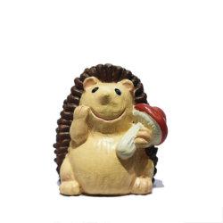 庭の装飾的な動物の彫像はハンドメイドの小型樹脂 Hedgehog の置物の技術を飾る 芸術