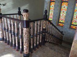 Nieuwe kostbare metalen banister in de Royal Style World