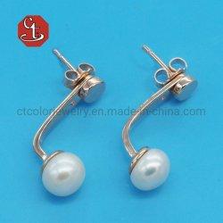 最小主義の自然な真珠のスタッドのイヤリングの方法女の子のギフトのための韓国の簡単で優雅な金属のイヤリングの宝石類