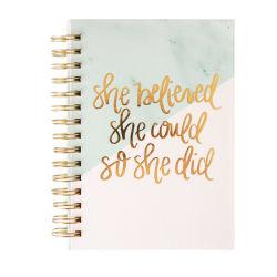 カスタム日記または文房具のノートが付いている螺線形のハードカバーのオルガナイザーのノート