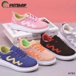 De Fabrikant van China van Schoenen van de Tennisschoenen van Flyknit van Jonge geitjes de Toevallige